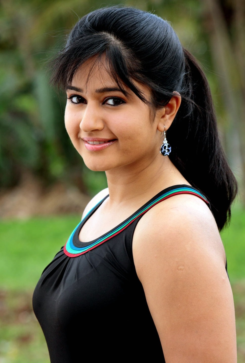 poonam bajwa topless images, photos and wallpapers | welcomenri