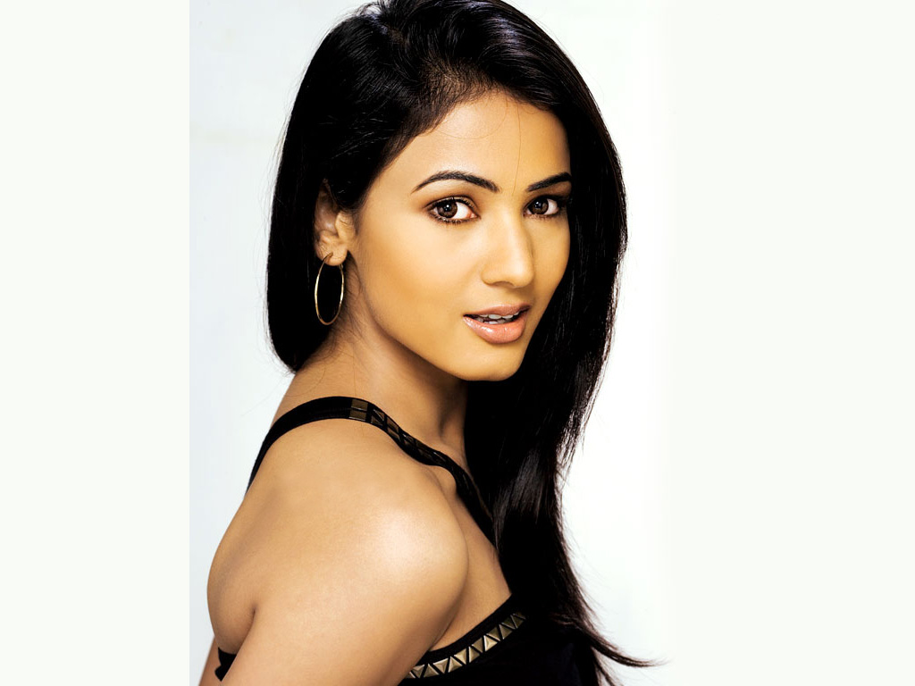 sonal chauhan hot photos and wallpapers in bikini | welcomenri