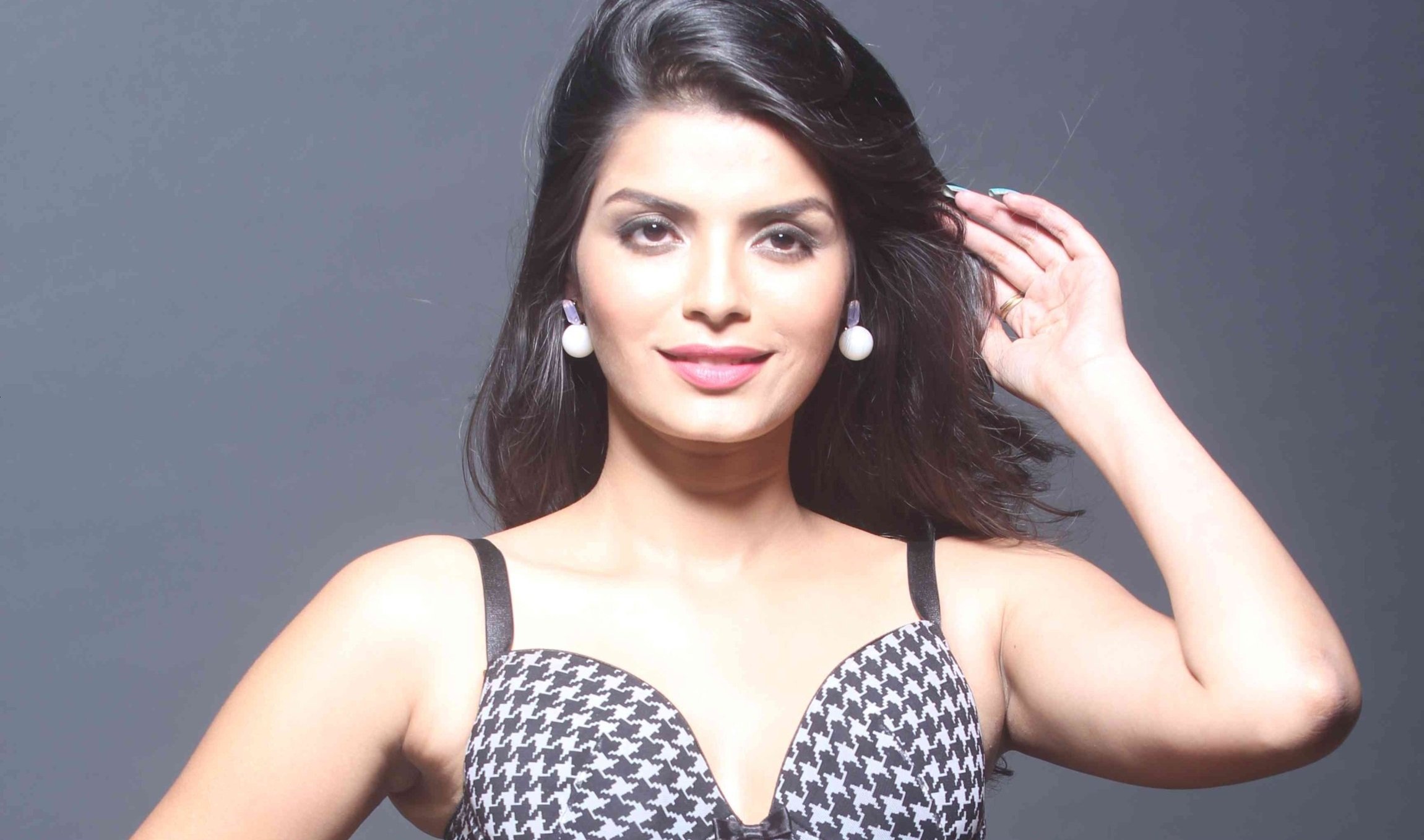 Sonali Raut Unseen Sexy Photos And Wallpapers Gallery
