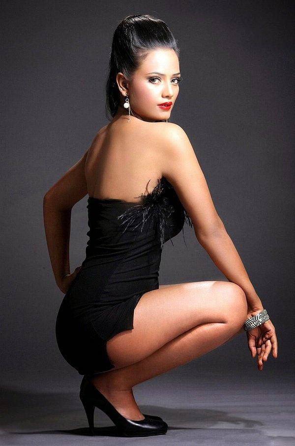Radhika Apte Hottest Pics